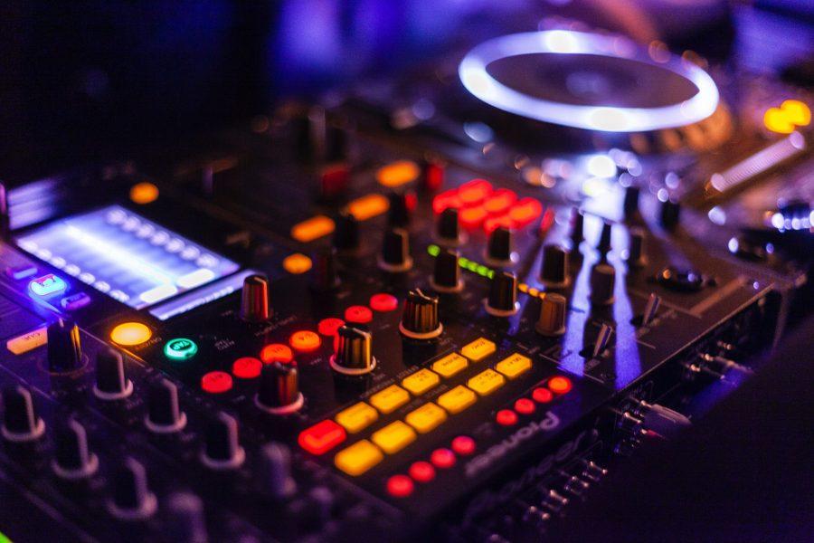 lighted-dj-controller-2111015